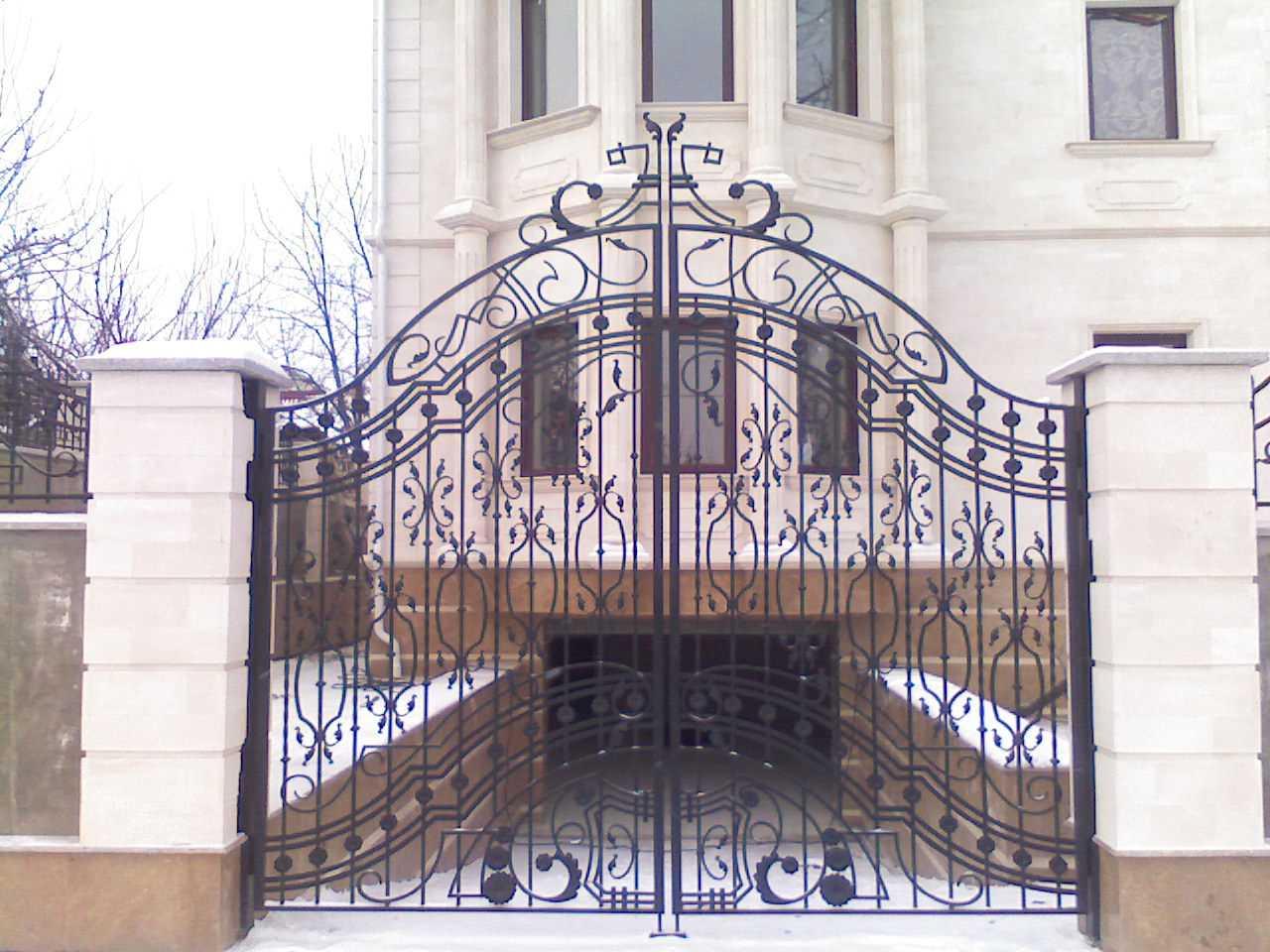 кованые ворота на фото