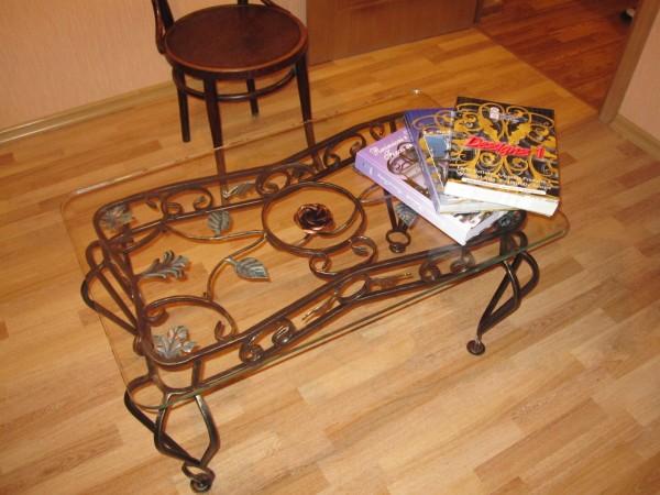 кованый журнальный столик