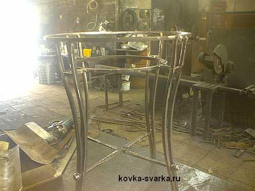 кованый стол в сборе