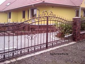 kovanye-metallicheskie-vorota