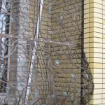 Ажурная кованая решетка коричневого цвета