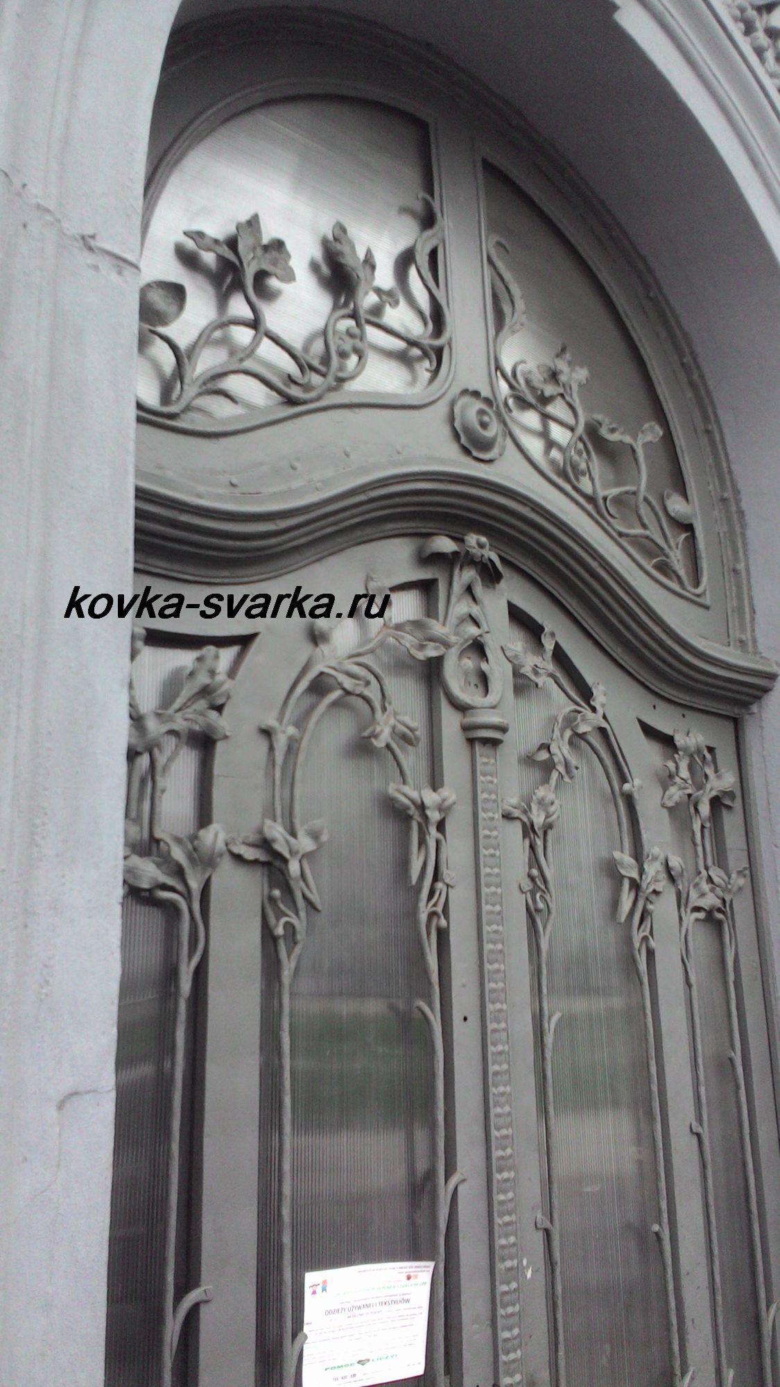 Верхняя часть кованой двери