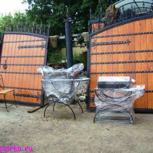 деревянные с ковкой ворота