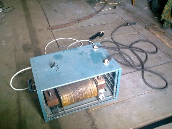 Внешний вид самодельного сварочного трансформатора. Ист. http://autokuz.ru/kuzovnoy-remont/kak-sdelat-svarochnyj-apparat-svoimi-rukami.html.