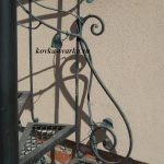 Фото фрагмента кованой винтовой лестницы
