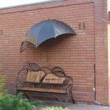Кованые скамейки — стиль и индивидуальность